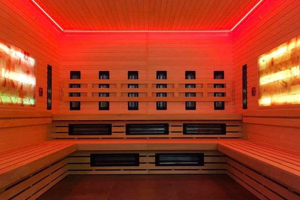 Noc w hotelu - Seans w saunach